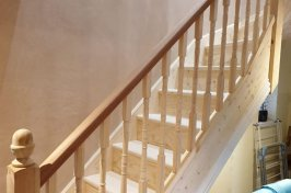 Staircase design with wooden spindles